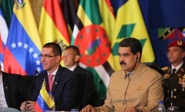 """Maduro pide una cumbre regional para que """"iniciamos un diálogo en Venezuela"""""""