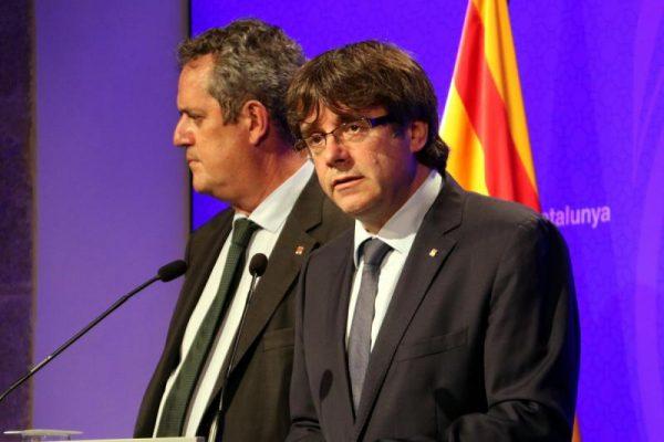 """Puigdemont exige a Rajoy que los """"Mozos"""" tomen el control de Cataluña en terrorismo interneacional"""