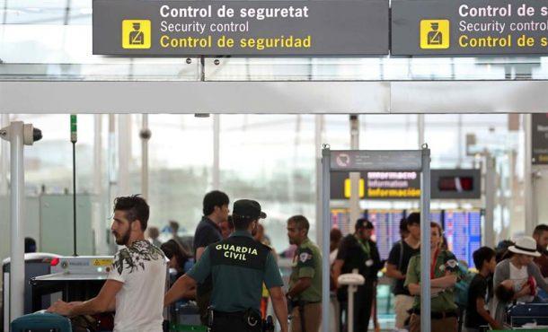 Normalidad en el aeropuerto 'El Prado' en el segundo día de la Guardia Civil en Cataluña