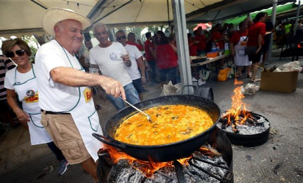 El arroz con costra más grande del mundo, plato típico de Elche (España) de cada 10 de agosto