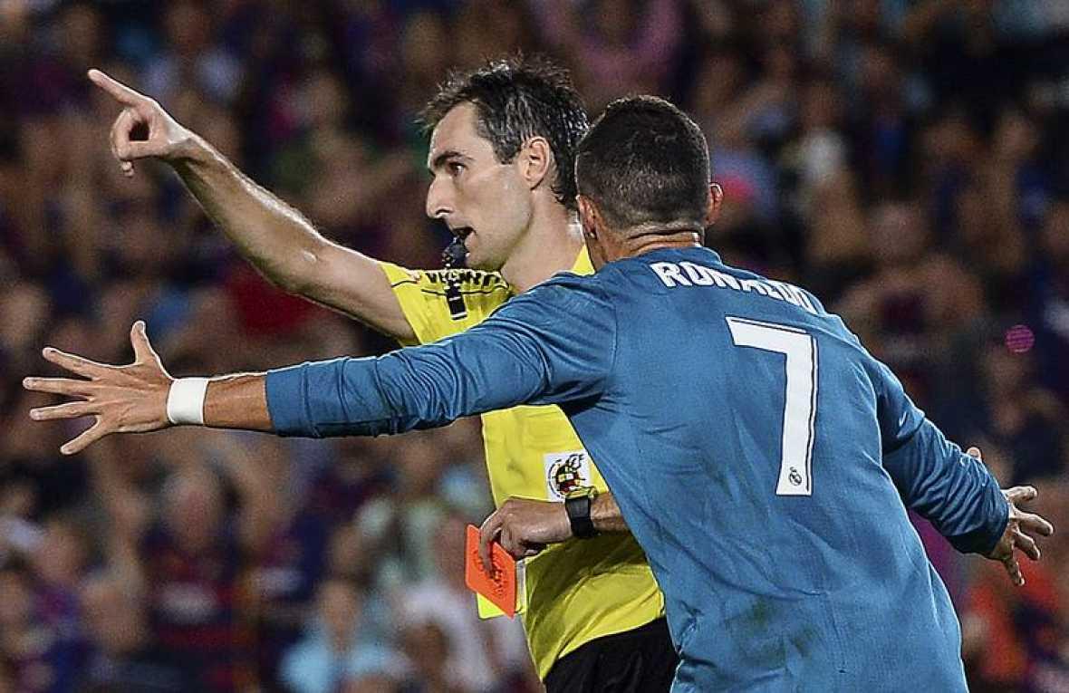 Cristiano Ronaldo, sancionado por empujar levemente al árbitro tras ver la segunda amarilla