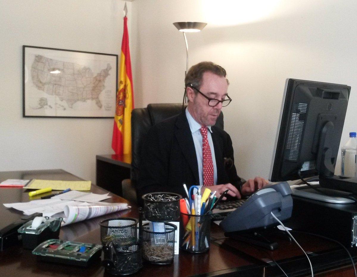 """Rajoy le echa por: """"Cm se ve ke n. sabe na de protoculo ella tan der Pueblo y de Izquieldas"""""""