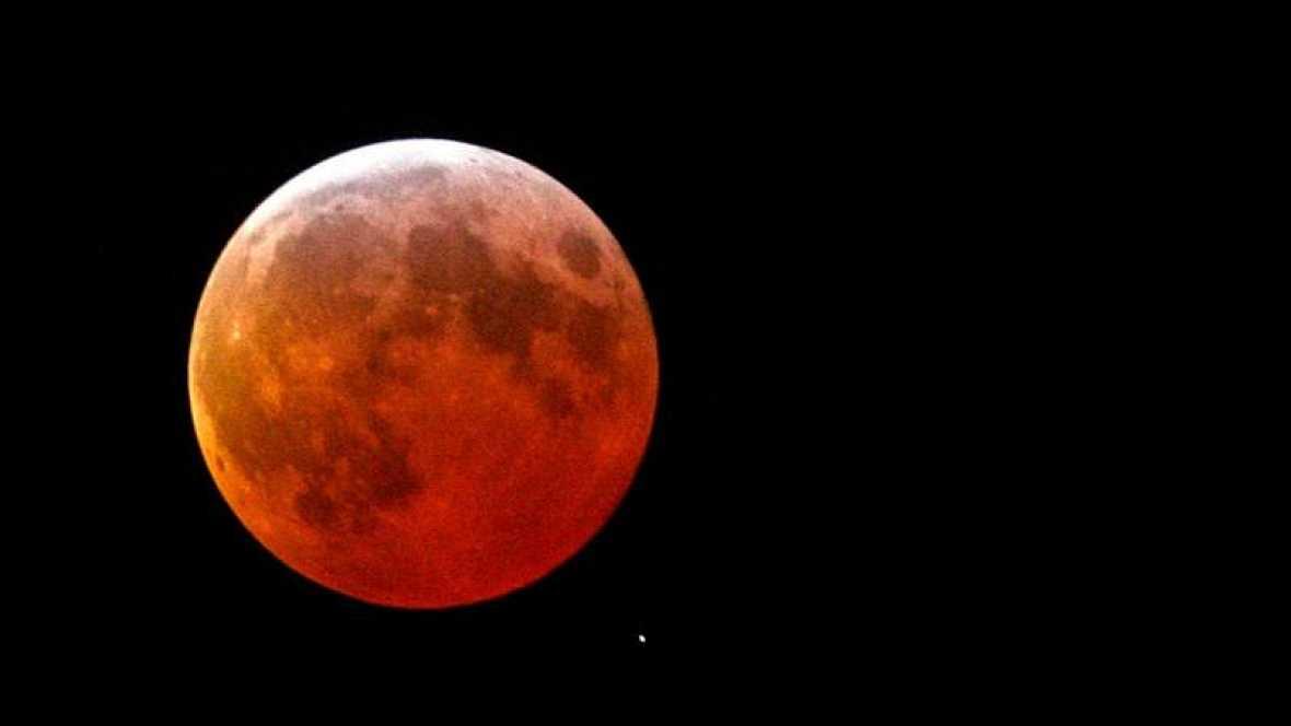 El eclipse parcial de Luna de hoy podrá verse muy poco en España
