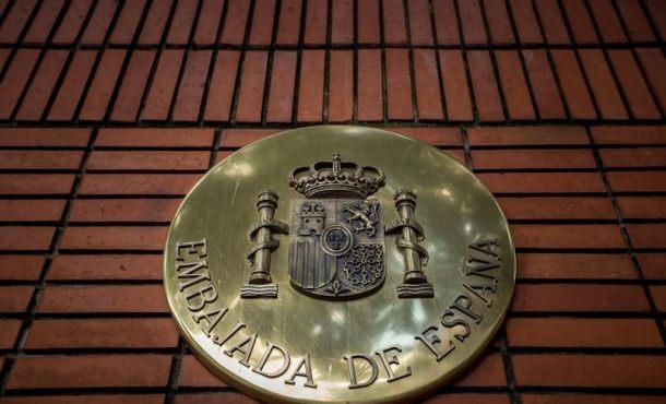 Motorista ataca la Embajada de España en Venezuela con 3 explosivos sobre sus áreas verdes