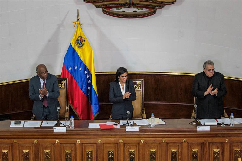 """El chavismo se atrinchera para enfrentar la """"temeraria amenaza"""" de Trump"""