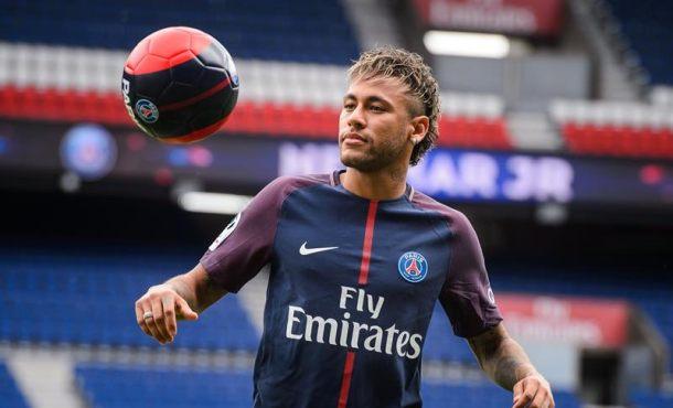 Neymar hoy en el banquillo del PSG, España no informó de su pase internacional a Francia
