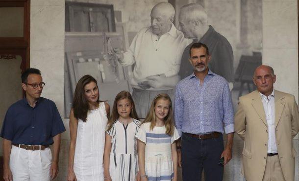 Los Reyes adentran a sus hijas en el arte de Miró y Picasso en Mallorca