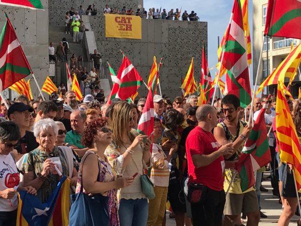 Proetarras y CUP marchanen San Sebastián a favor del referéndum del 1-O en Cataluña