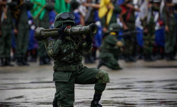 """Militares de 'Fuerte Paramacay' se sublevan contra """"la tiranía asesina de Nicolás Maduro"""""""