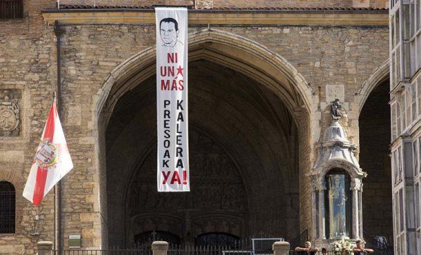 Proetarras homenajean al terrorista etarra Kepa del Hoyo en Pl. Virgen Blanca de Vitoria