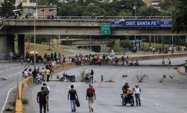 La oposición pide cortar las calles de Venezuela este martes en rechazo al Partido Único chavista
