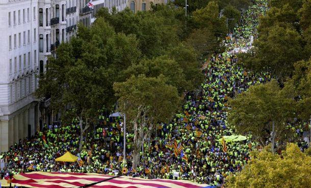 """Pinchazo y guerra de cifras: 350 mil pseparatistas se declaran """"insumisos"""" a la Jusiticia Españaola"""
