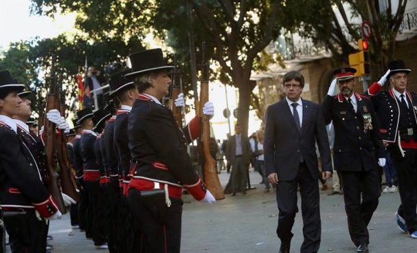 """Ada Colau y Marín (PSC) le dicen a Puigdemont a la cara que """"deje tranquilos a alcaldes"""" con su 1-O"""