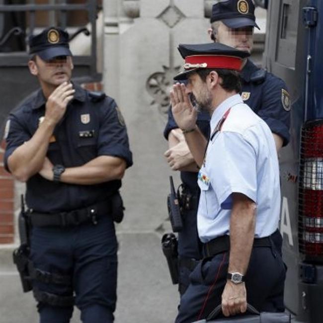 La Fiscalía ordena a los Mozos interrogar a los responsables de centros electorales del 1-O