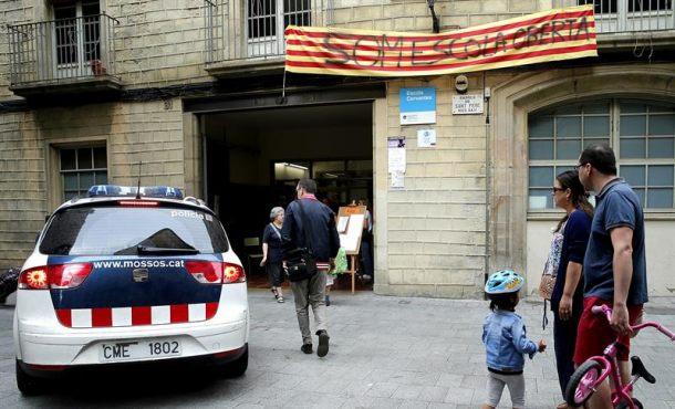 """Cerradas, las mayoría de colegios electorales del 1-O, el separatismo """"utiliza a menores"""" como escudo"""