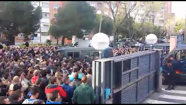 Emocionante agradecimiento de Madrid a agente deUIP de Policía que viajan a Cataluña