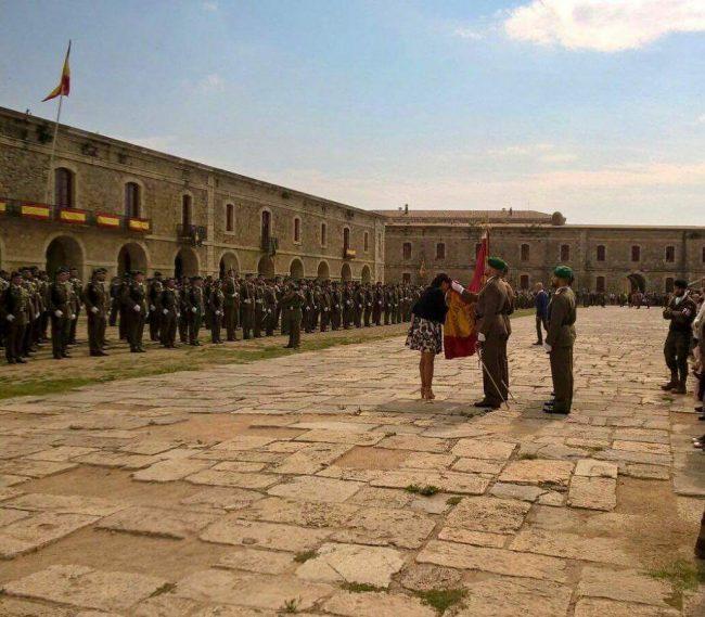 Más de 300 catalanes juran bandera de España en Figueras (Gerona) a una semana del 1-O