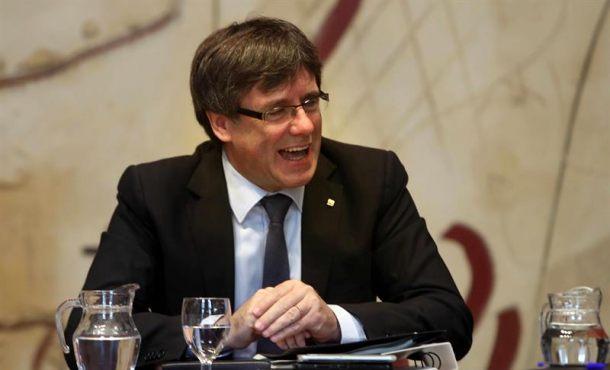 """Puigdemont insinúa que Cataluña es independiente y quiere """"camino pactado"""""""