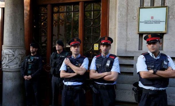 La Guardia Civil detiene a la cúpula de la organización del 1-O ante el cabreo de separatas