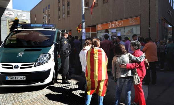 La Guardia Civil incauta la documentación del Censo Electoral del 1-O en Terrasa (Barcelona)
