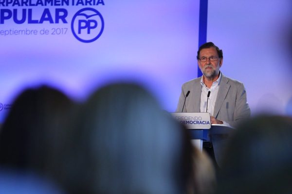 """Rajoy: """"En manos"""" de Puigdemont y Junqueras """"está lo que pueda pasar los próximos días"""""""