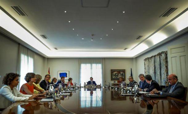 Rajoy y ministros de Defensa y Economía toman nuevasmedidas contra el separatismo