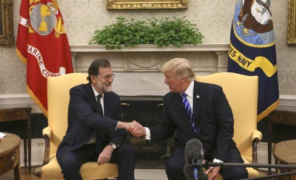"""Trump insta a la UE a sancionar a Maduro, Rajoy denuncia la """"deriva"""" en Venezuela"""