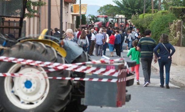La Generalidad saca a la calle sus tanques y monta barricadas contra Policías y Guardias Civiles
