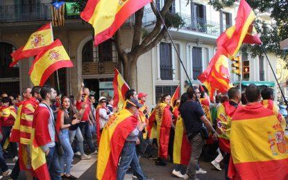 """2 marchas contra """"la sedición del Parlamento catalán"""" confluyen en Plaza de España de Barcelona"""