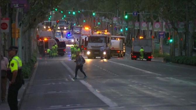 Cortada la Av. Diagonal de Barcelona por presencia de cera, tirada por los separatistas