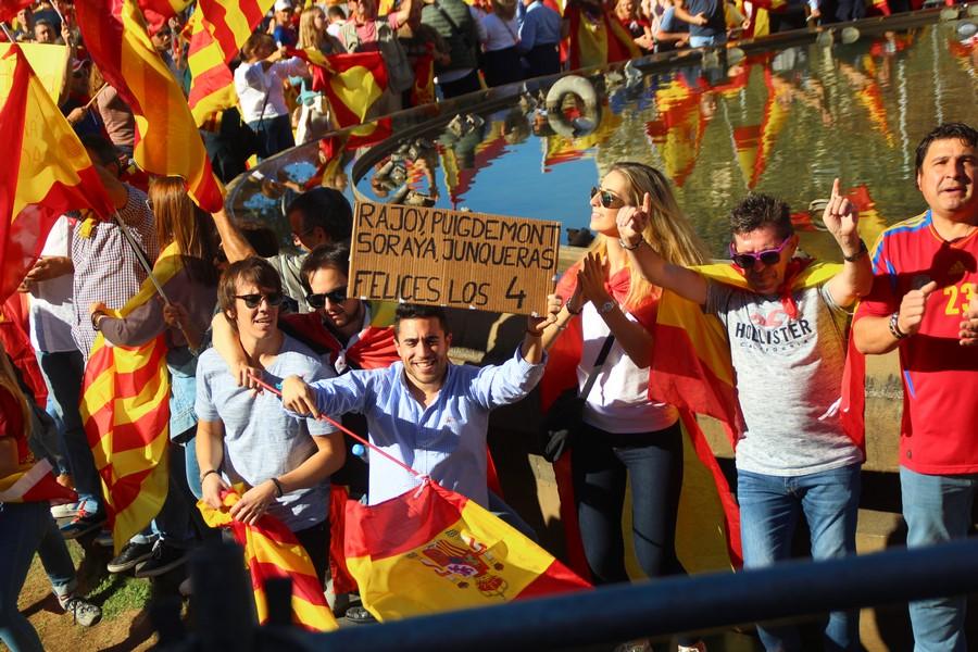 """1,3 millón de catalanes bailan con """"Rajoy, Soraya, Puigdemont y Junqueras; «Felices Los 4»"""""""