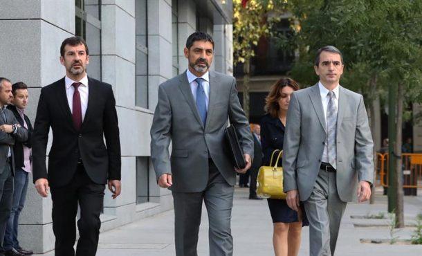 """Trapero sigue en el banquillo por sedición tras su curiosa """"inacción"""" ante asedio a la Guardia Civil"""