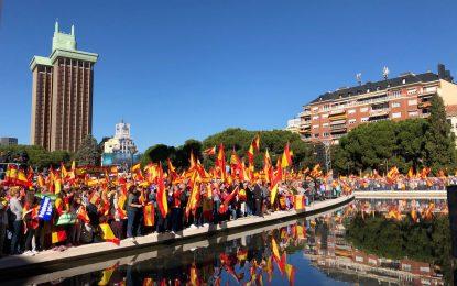 """200 mil personas en Madrid: Todos """"los golpistas"""" y """"Puigdemont a prisión"""" y Viva España unida"""""""