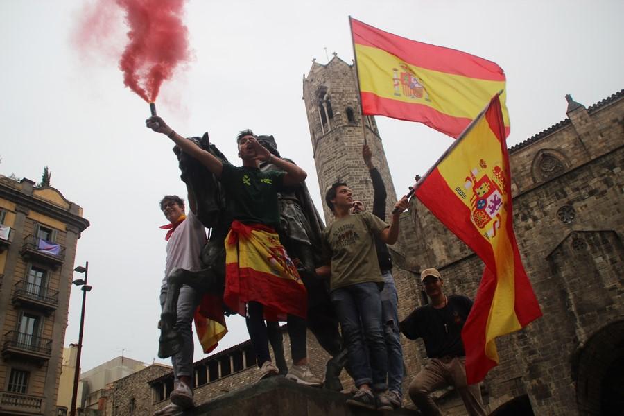 """Más de 10 mil catalanes se ponen en """"pie"""" contra el 1-O porque se sienten """"españoles"""""""