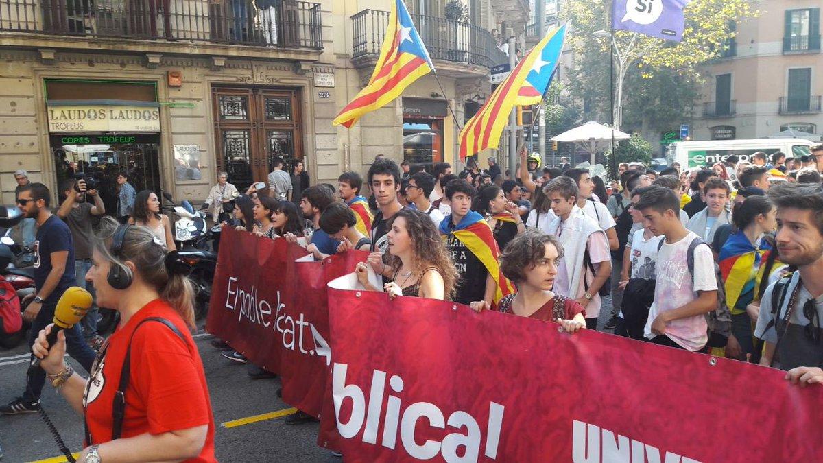 Escolares separatistas claman en las calles de Tarragona contra de Convergencia (PDECAT)