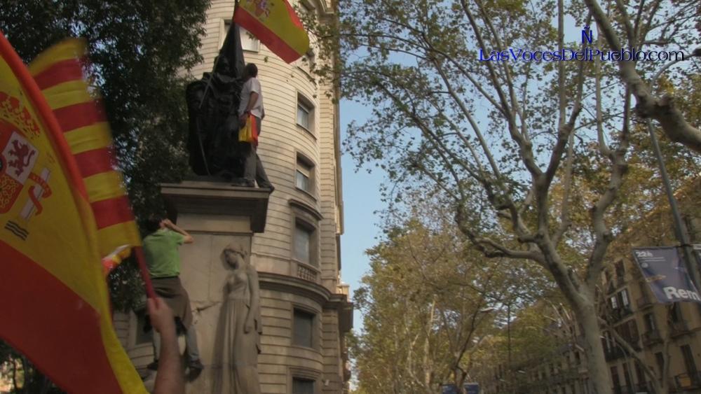 """VOX y simpatizantes liberan al patriota español Rafael Casanova """"secuestrado"""" por el separatismo"""