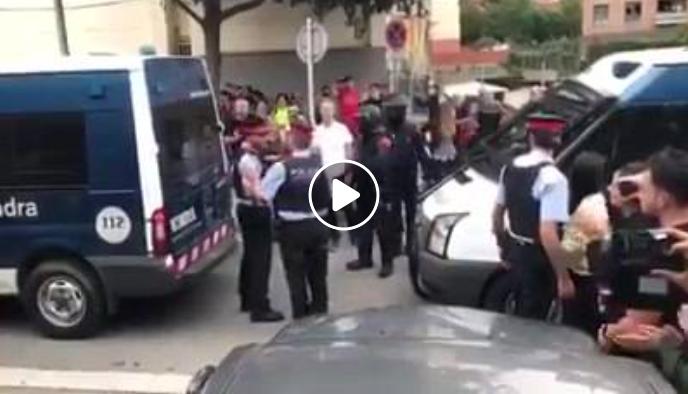 Un vídeo muestra como mandos separatas de Mozos impiden a mozos en acción actuar el 1-O