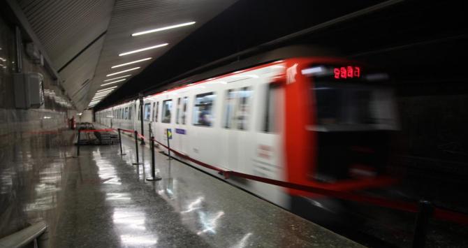 Un separatista se lanza a las vías de Metro Diagonal (Barcelona) y rescatado por seguridad
