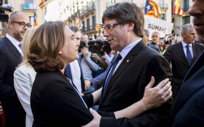 Ada Colau y su Ayuntamiento denigran con sus falsas acusaciones a los Guardias Civiles