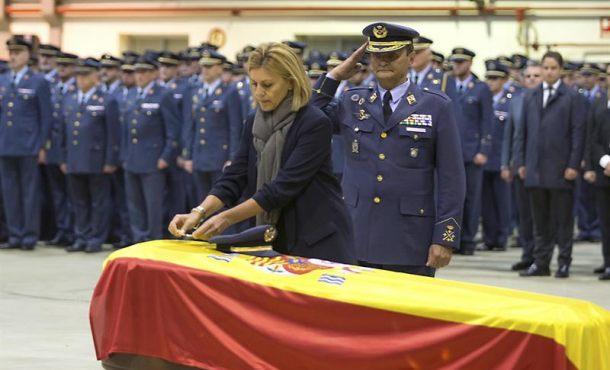 Cruz al Mérito Aeronáutico con Distintivo Amarillo al teniente del Ejército Fernando Pérez Serrano