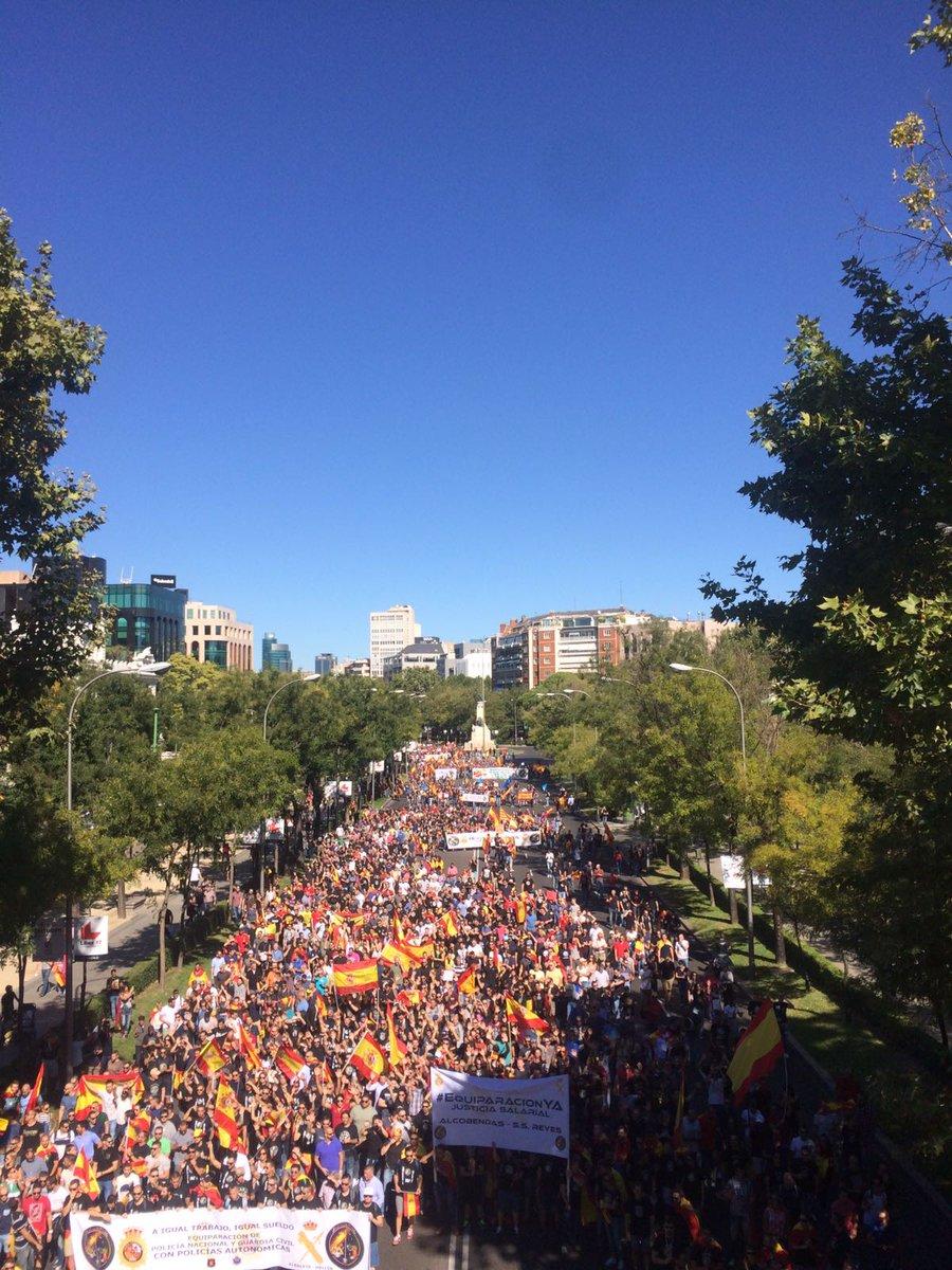 """7 mil personas apoyan a Guardia Civil y Policía, """"Mozos cobrando, nosotros trabajando"""""""