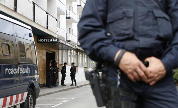 """Hotel: """"Bajo amenazas de cerrarnos"""" desalojamos """"Policías Nacional"""" del Hotel en Cataluña"""