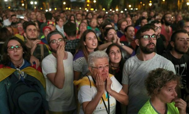 """30 mil caras de poemas y lágrimas de separatistas hoy ante la """"payasada"""" de Puigdemont"""