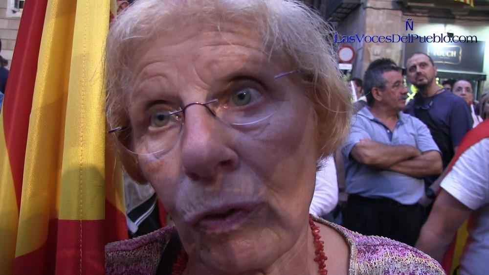 """Anciana catalana: """"No esperaba ver esto"""", Puigdemont """"me está haciendo daño, me hace sufrir"""""""