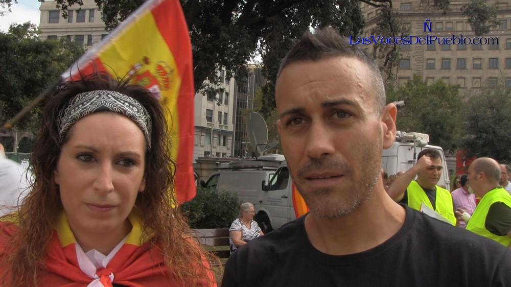 "Piden ""apoyos"" de España para un catalán a prisión por arrancar carteles de 1-O y propaganda separatista"