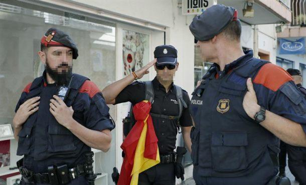 Adivina quién es el verdadero policía de los catalanes en esta foto que defiende la Legalidad