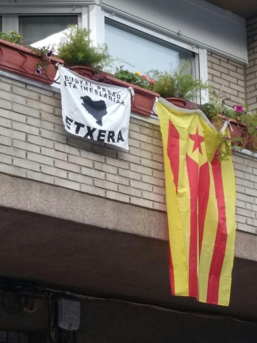 Guardias civiles limpian Gerona de banderas separatistas y Mozos denuncian a los agentes