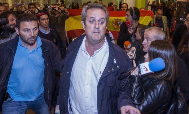 """Ex consejeros llegan a Barcelona procedentes de Bruselas entre """"vivas España"""" y Manolo Escobar"""