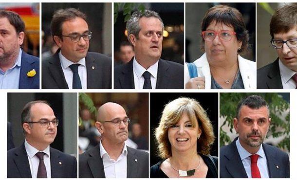 Foto de Familia de 8 enemigos de Cataluña que han cenado hoy en la cárcel tras su rebelión del 26-O