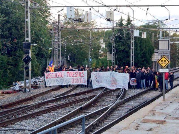 Sindicato separatista del terrorista Sastre corta carreteras ante resistencia de catalanes pacíficos